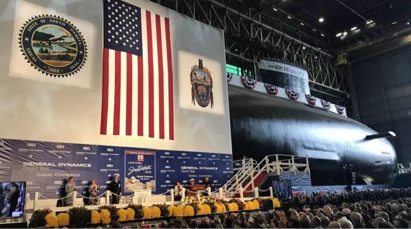 """美海军为两艘""""弗吉尼亚""""级核潜艇举行下水仪式"""