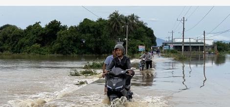越南中部等地暴雨灾害已致90人死亡