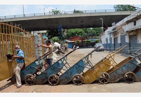 """印度班加罗尔""""封城""""控疫情"""