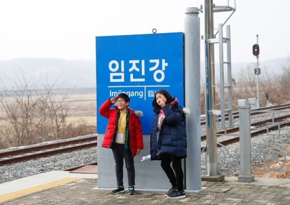 时隔一年多 朝韩恢复通信热线