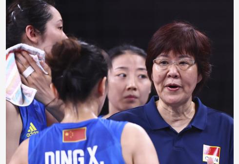 排球——女排小组赛:中国队负于美国队