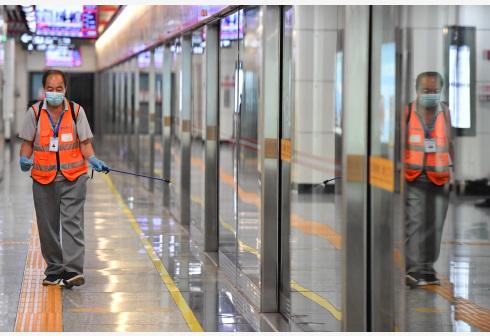 长沙地铁加强防疫 保障乘客安全出行